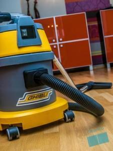 Почистване – обезпрашаване на мебели и техника