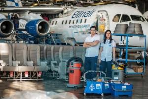 Почистване на самолети